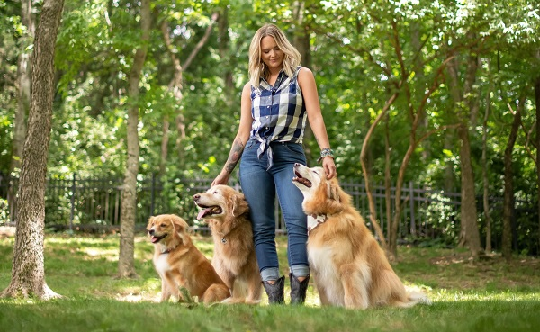 "Tractor Supply Company Welcomes Miranda Lambert's New Line of MuttNation ""On the Farm"" Pet Food and Treats"