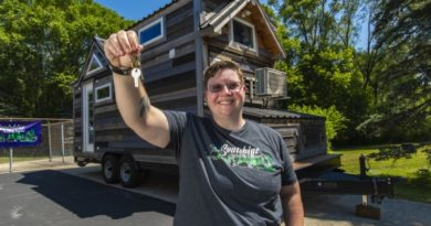 84 LUMBER SURPRISES LOCAL MILITARY VETERAN WITH A TINY HOUSE